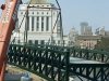 the-new-pedestrian-bridge-is-installed-at-the-lake-merritt-12th-street-project-10